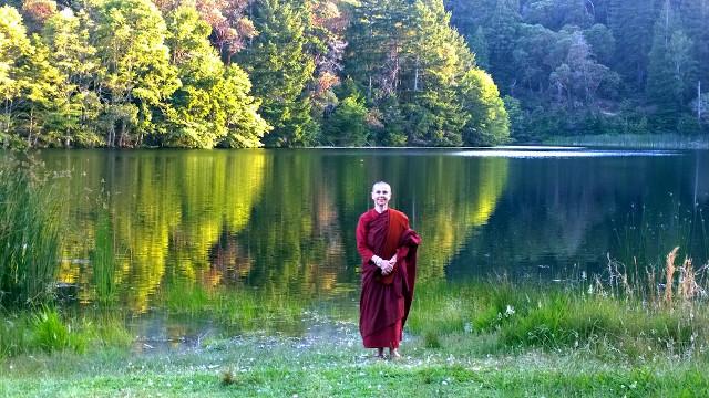 Dharma, Meditation und Natur-Mandala: Wochenend-Retreat mit Ayya Santacitta.